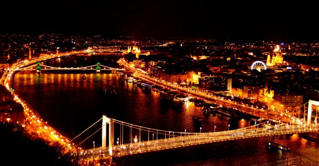 Budapest at night - photo made by MiliMundo
