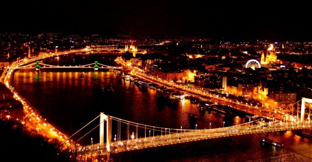 Budapest at night - photo made by MiliMundo
