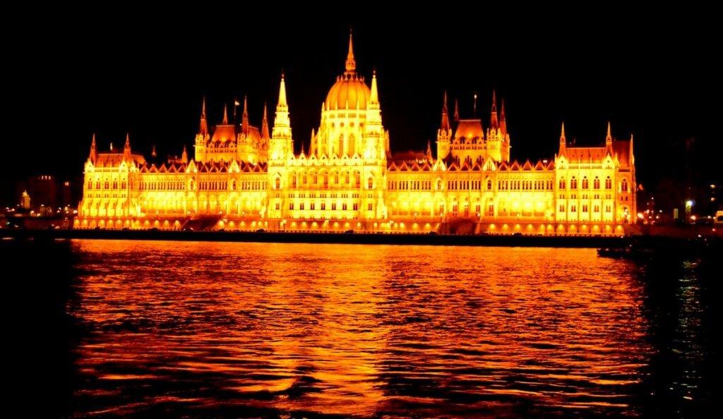 Parliament, Budapest - photo made by MiliMundo